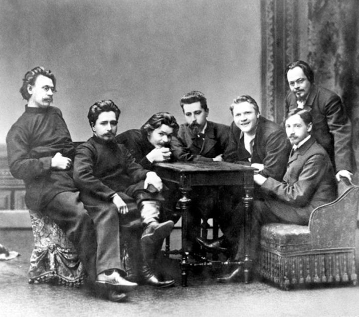 Литературный кружок «Среда». И.А. Бунин сидит справа